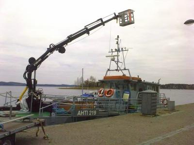m/s AHTi 219 kuljettaa ja risteilee